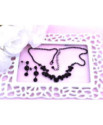 Naszyjnik z pudrowo różowych perełek