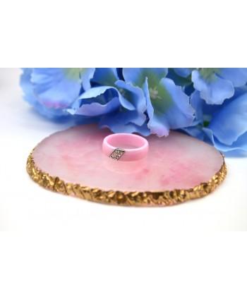 Pierścionek różowy ceramiczny z dżetami