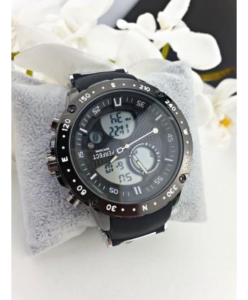 Zegarek męski na czarnym silikonowym pasku