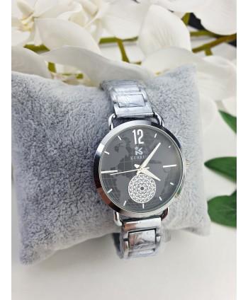 Zegarek damski na srebrnej bransolecie z mapą świata